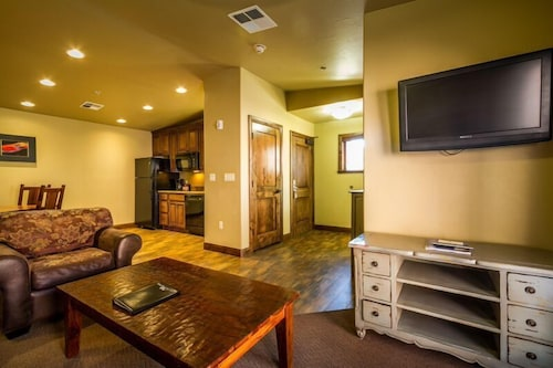 Living Area, Cable Mountain Lodge