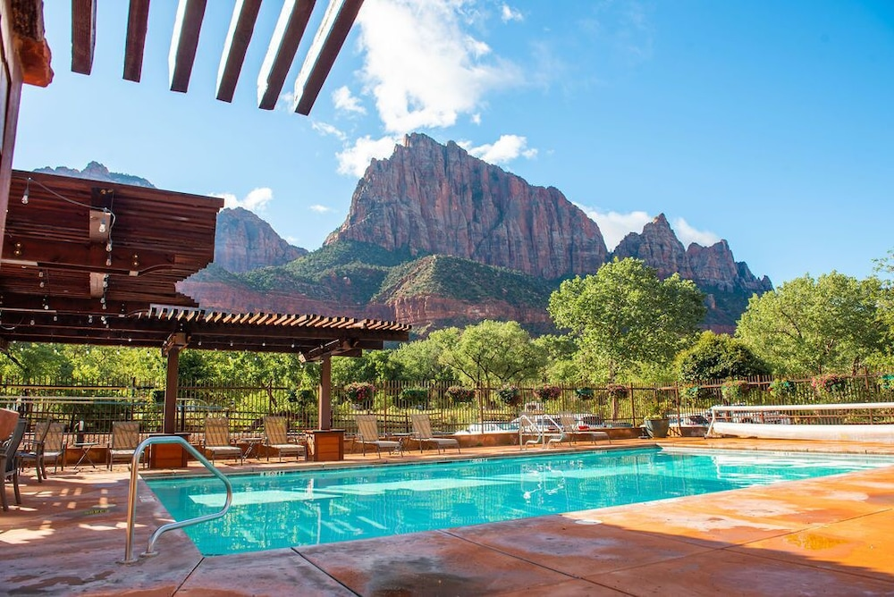 Outdoor Pool, Cable Mountain Lodge