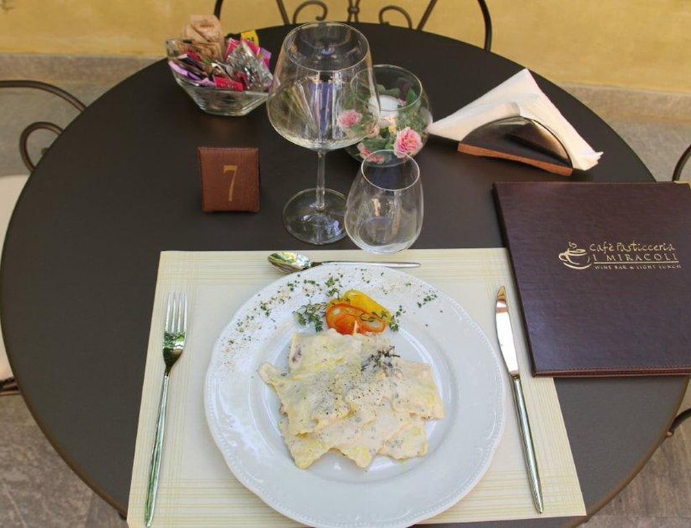 Food and Drink, Relais I Miracoli