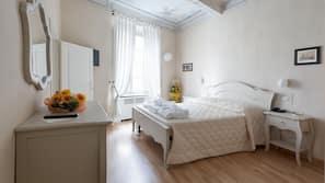1 dormitorio, minibar, caja fuerte y decoración individual