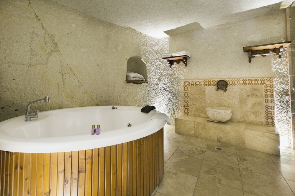 Deep Soaking Bathtub, Ottoman Cave Suites