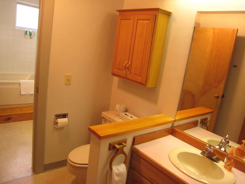 Bathroom, Sugar Lodge At Sugarbush