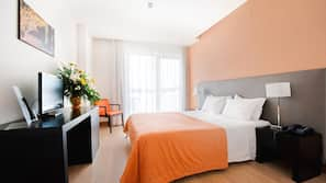 In-room safe, soundproofing, wheelchair access