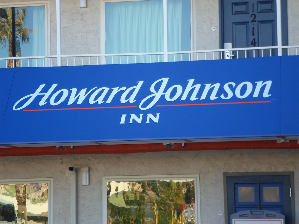 howard johnson by wyndham las vegas near the strip. Black Bedroom Furniture Sets. Home Design Ideas