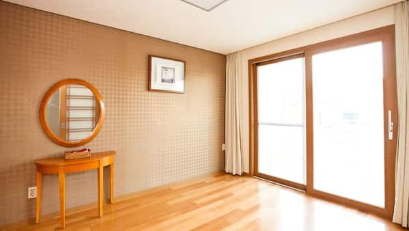 高級寢具、羽絨被、窗簾、床單