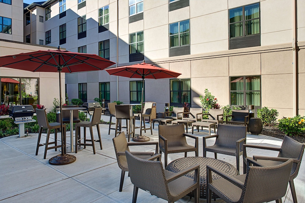 Terrace/Patio, Homewood Suites by Hilton Carle Place - Garden City, NY