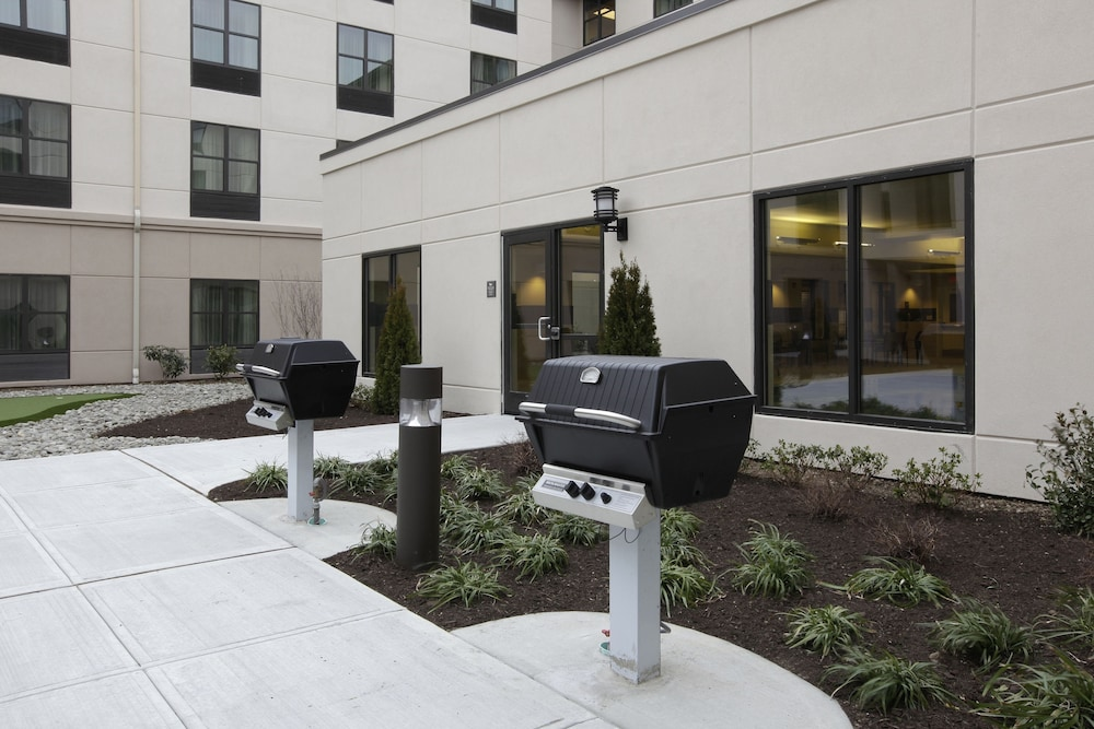 BBQ/Picnic Area, Homewood Suites by Hilton Carle Place - Garden City, NY