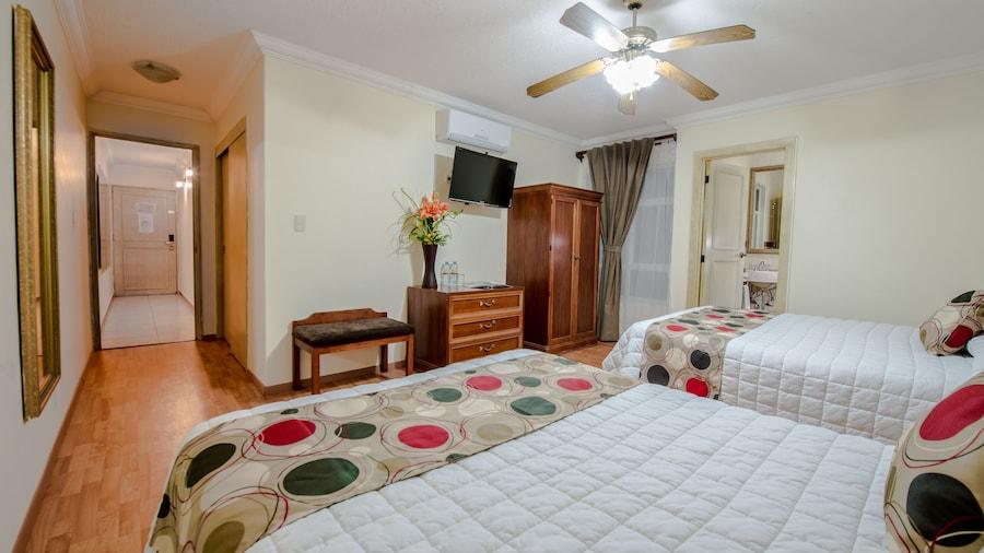 Del Marqués Hotel and Suites