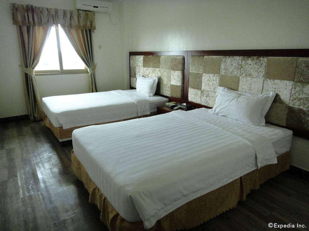 Clark Renaissance Hotel Rooms