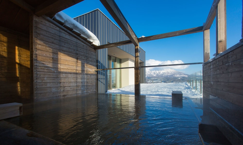 Outdoor Spa Tub, Chalet Ivy