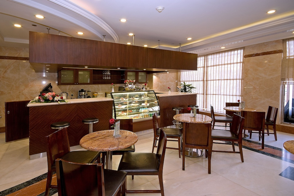 Cafe, Dar Al Eiman Royal Hotel