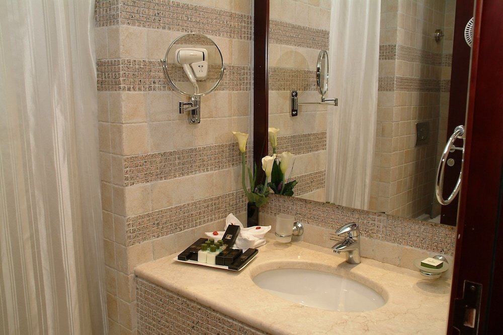 Bathroom, Dar Al Eiman Royal Hotel