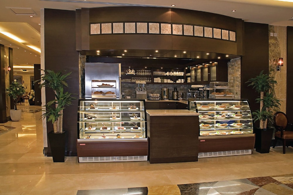 Snack Bar, Dar Al Eiman Royal Hotel