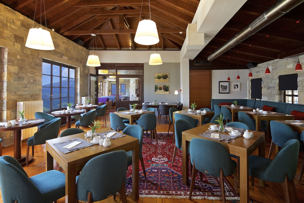 Dining, Aristi Mountain Resort and Villas
