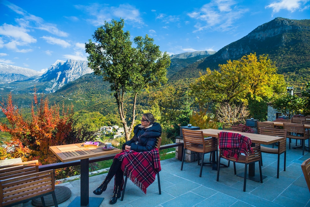 Outdoor Dining, Aristi Mountain Resort and Villas