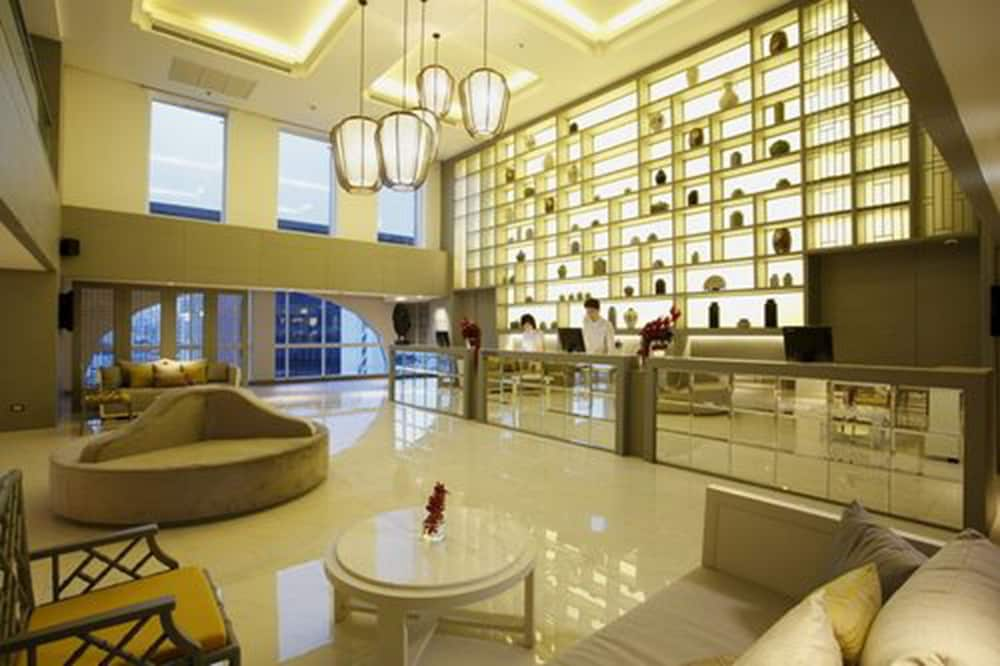 Reception, The Quarter Hualamphong by UHG
