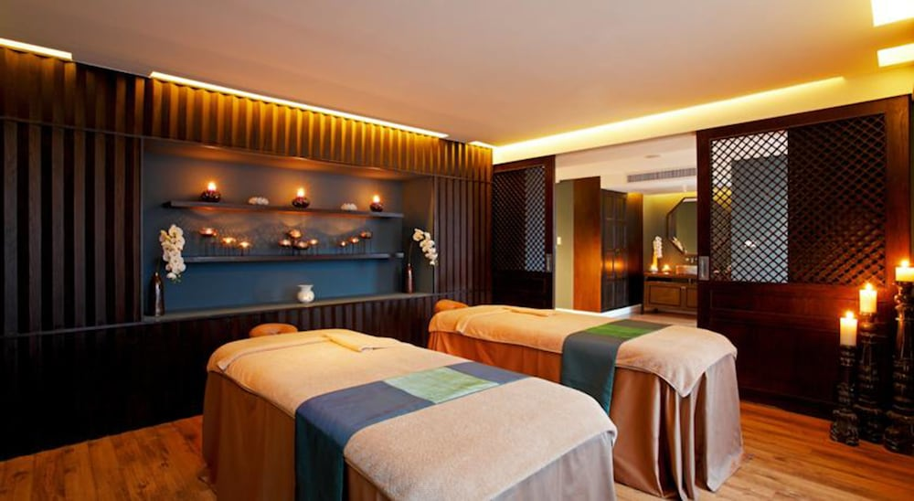 Treatment Room, The Quarter Hualamphong by UHG