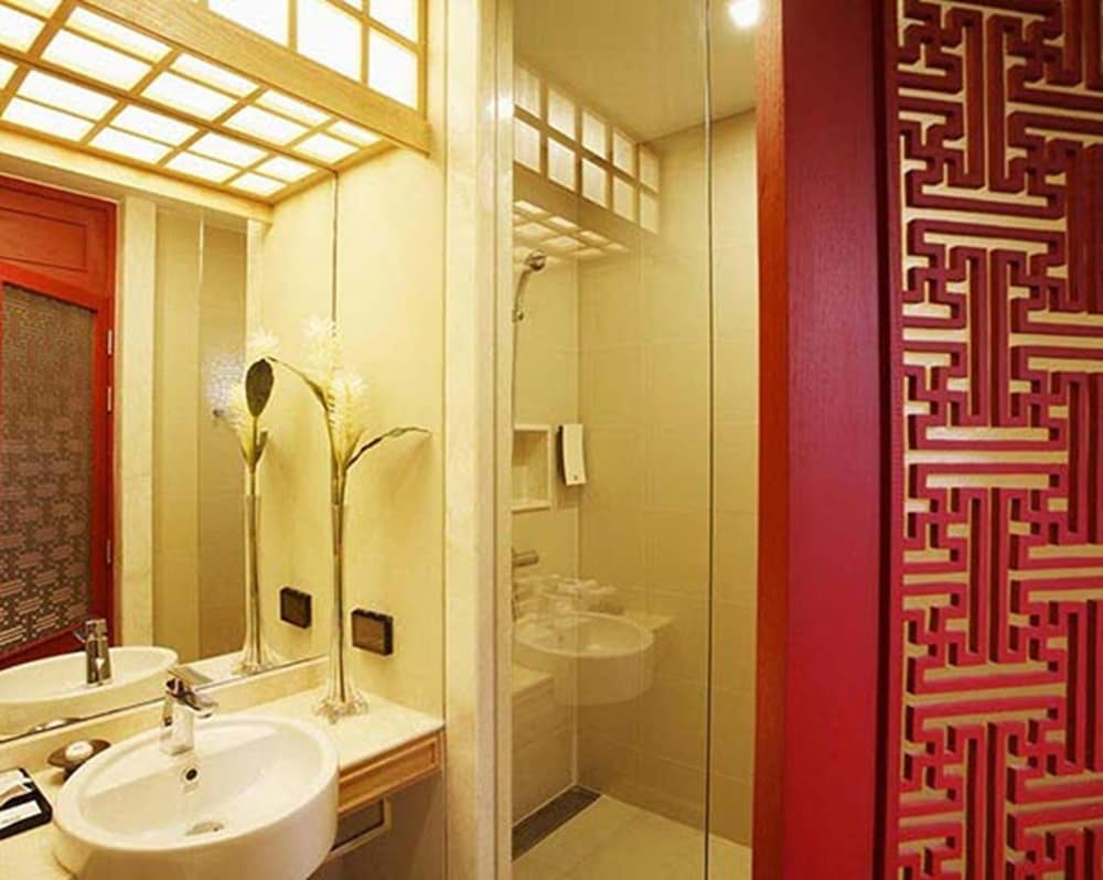 Bathroom, The Quarter Hualamphong by UHG