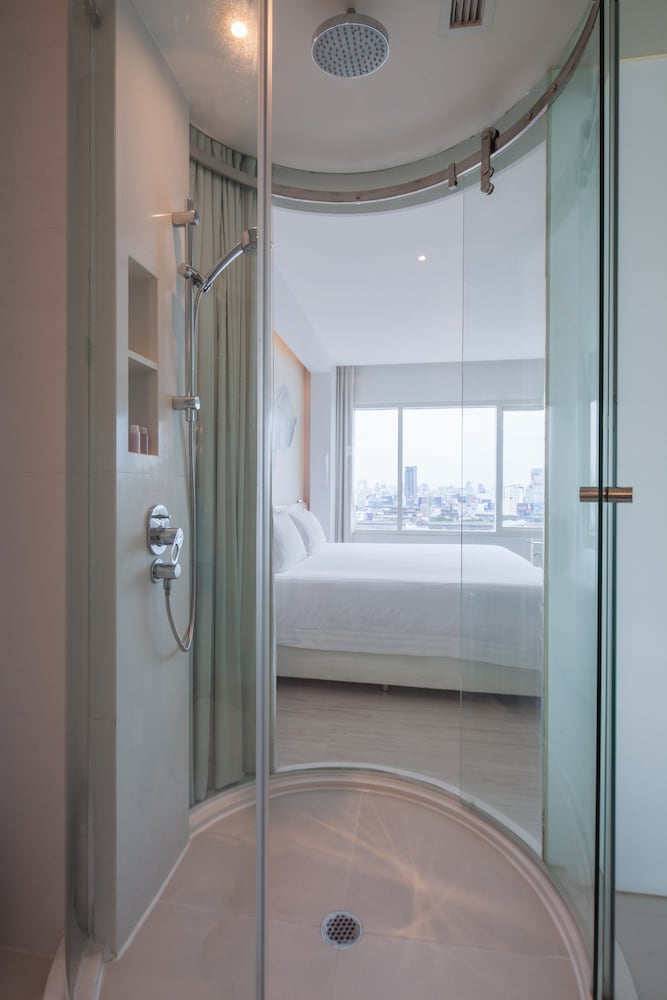 Bathroom, Centara Watergate Pavillion Hotel Bangkok