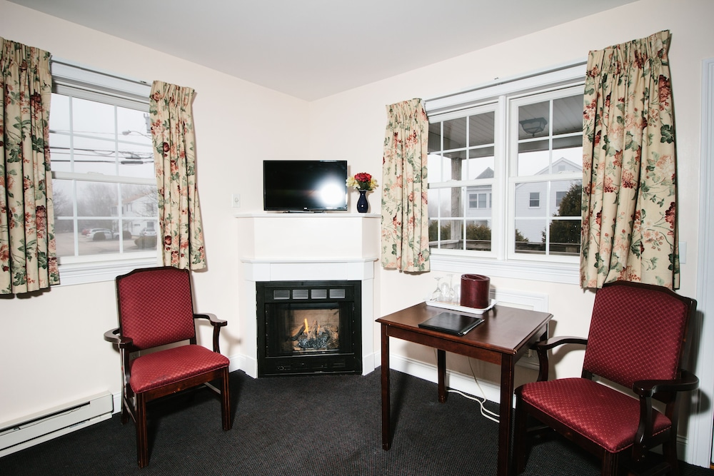 Living Area, The Taber Inne & Suites