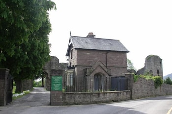 15 Cross St, Abergavenny, Gwent NP7 5EN.