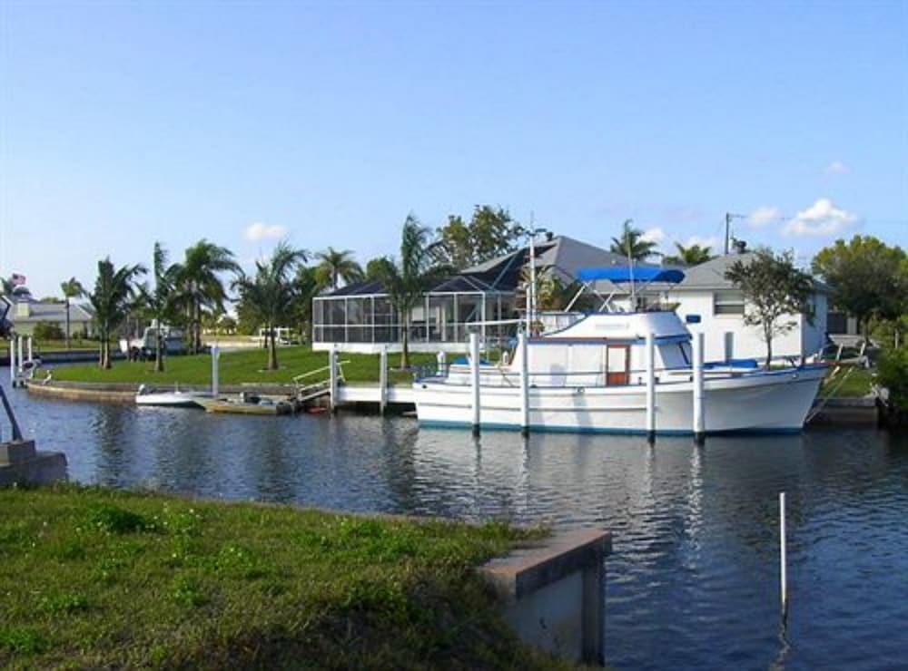 charlotte harbor single personals Charlotte harbor singles for sail, inc has been set up 2/8/2005 in state fl the current status of the business is inactive the charlotte harbor singles for sail, inc principal adress is 22445 glass lane, c/o pcyc, port charlotte, fl, 33980.