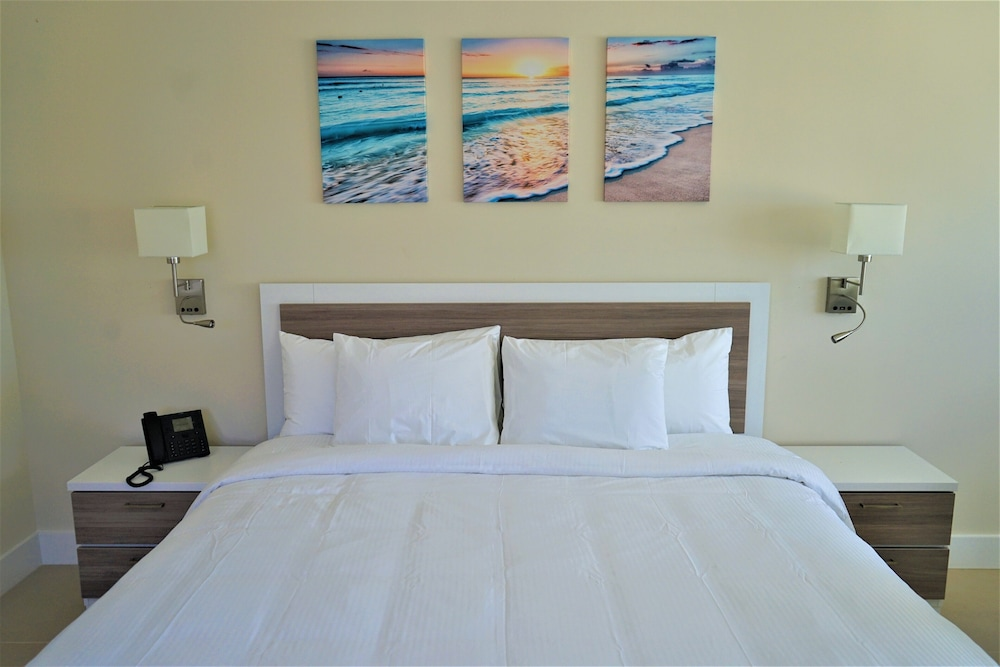 Room, The Diane Oceanfront Suites