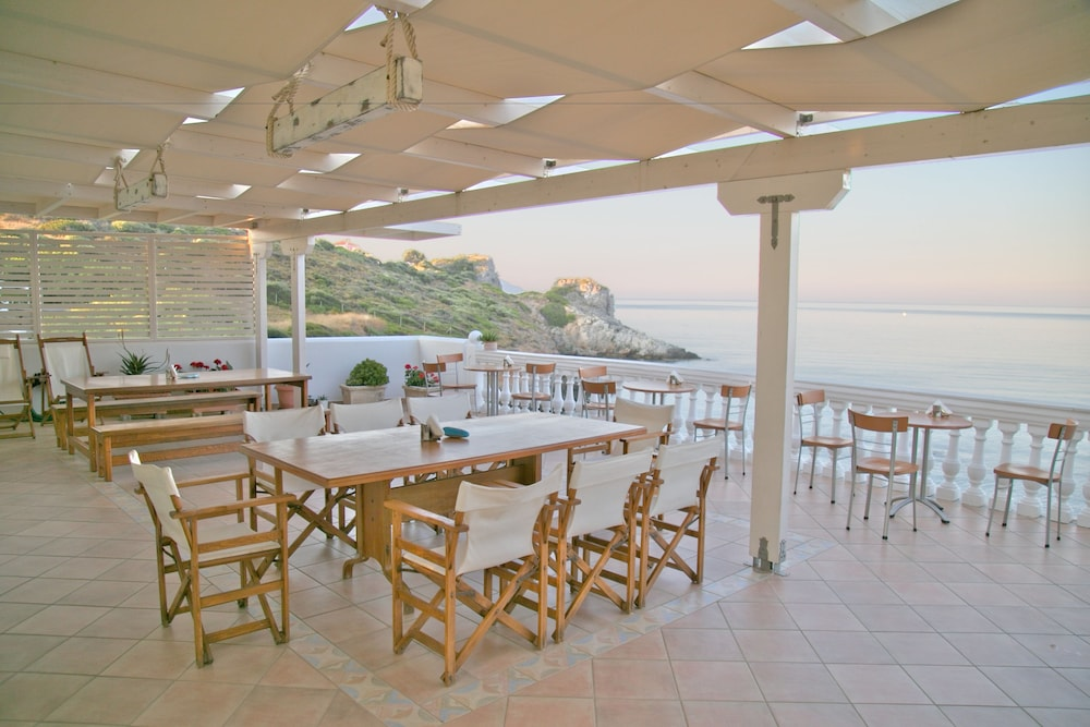 Outdoor Dining, Elea Mare Hotel