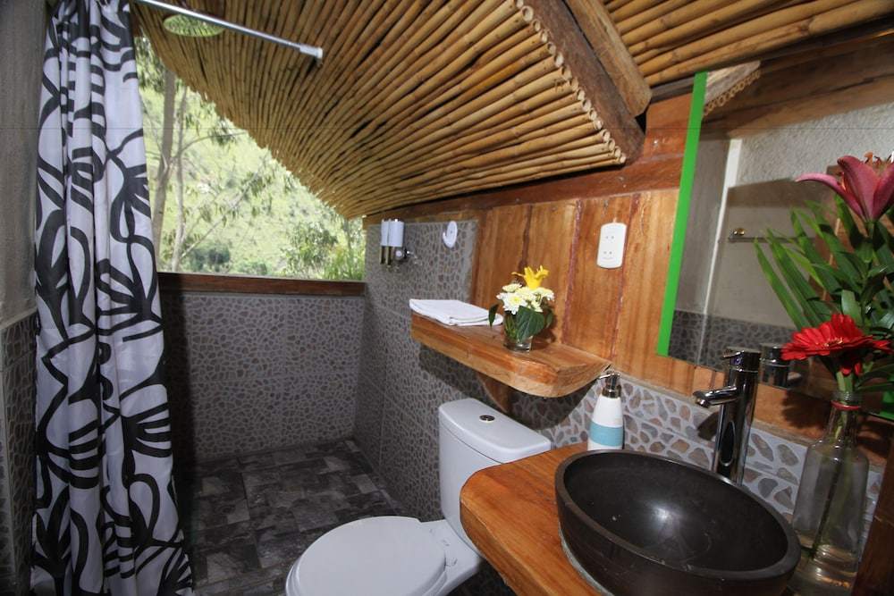 Bathroom, Eco Quechua Lodge