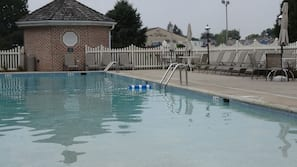 2 piscinas internas, piscina externa, espreguiçadeiras