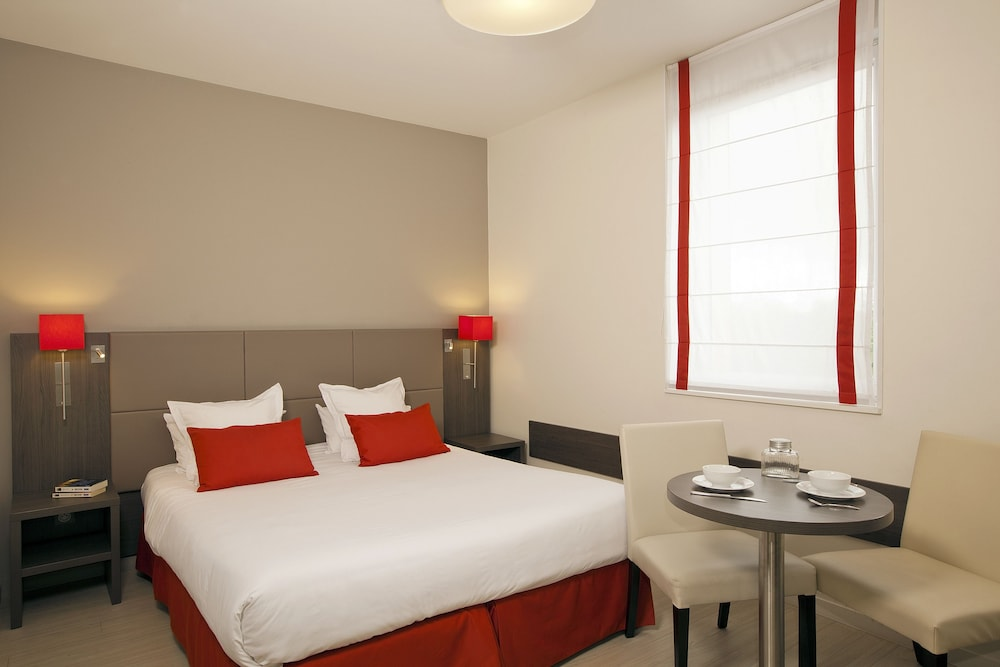 Residhome reims centre in reims hotel rates reviews in for Hotel appart reims