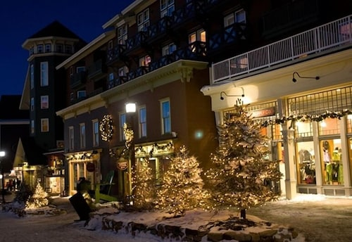 Front of Property - Evening/Night, The Inn at Snowshoe
