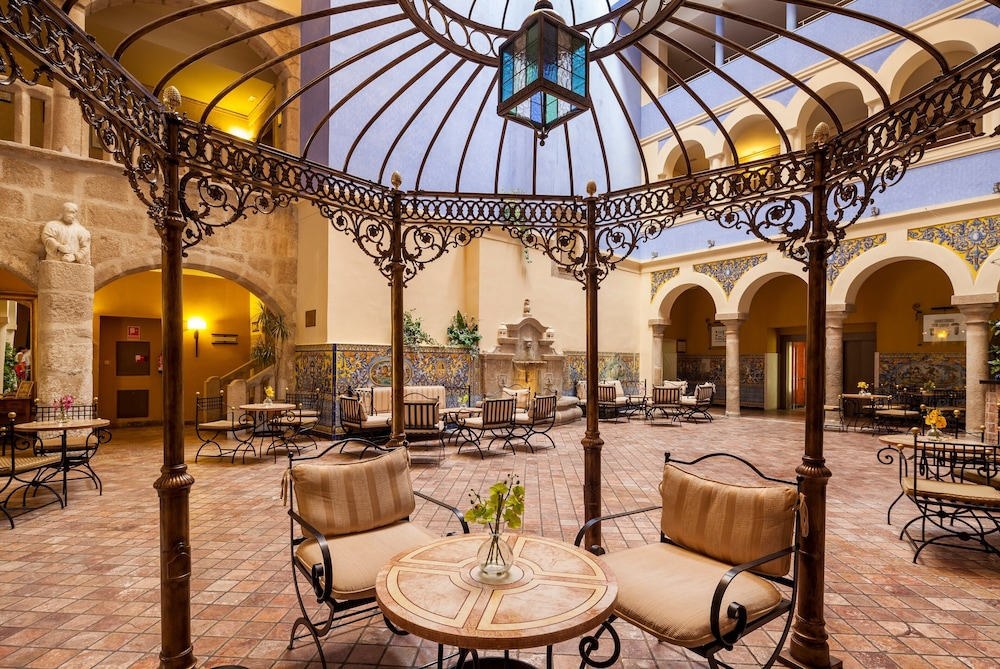 Featured Image, Hotel ILUNION Mérida Palace