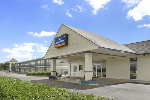 Check Expedia for Availability of Howard Johnson by Wyndham Jennings