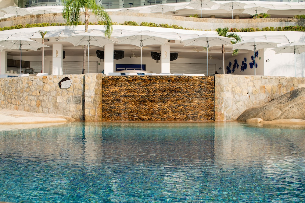 Pool Waterfall, B Pichilingue Acapulco