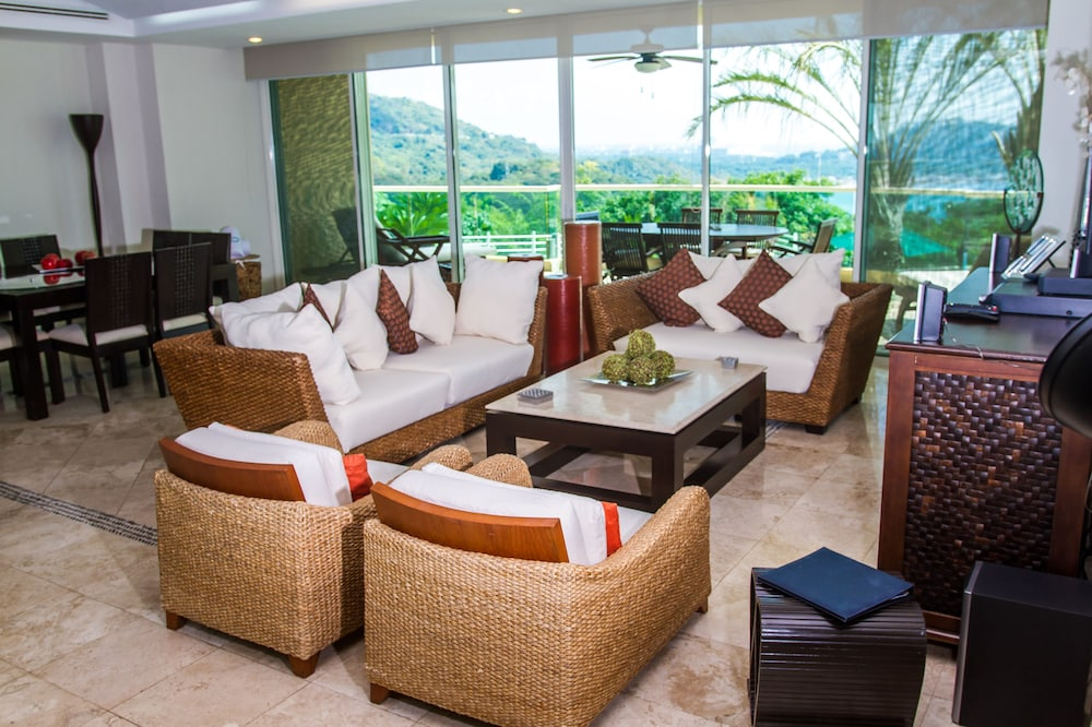 Living Room, B Pichilingue Acapulco