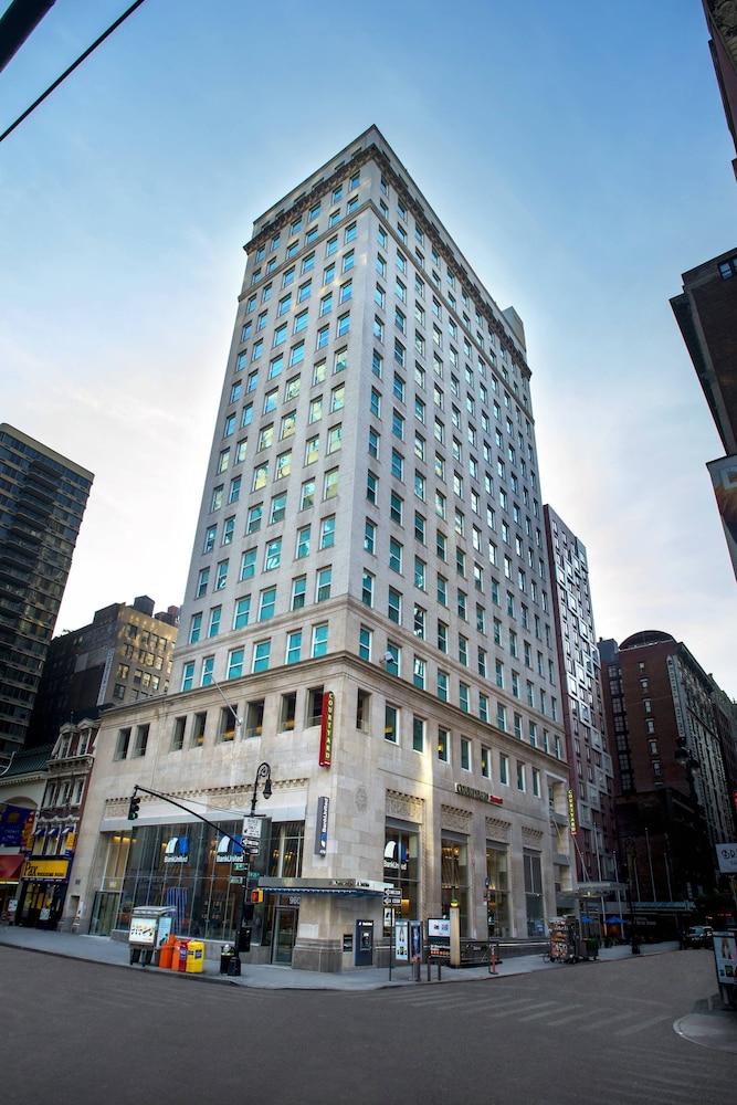 Courtyard by Marriott New York Manhattan/Herald Square in