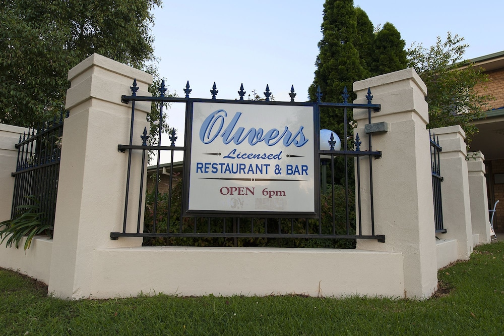 Book garden city motor inn wagga wagga hotel deals for Motor city hotel packages