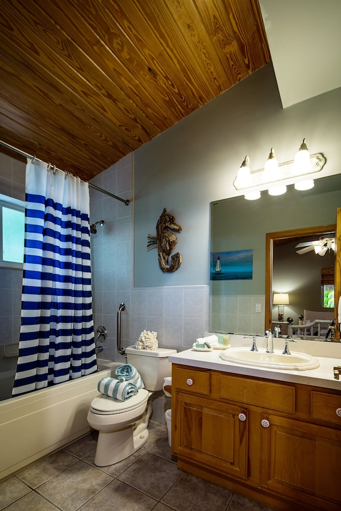 Bathroom, The Caribbean Resort