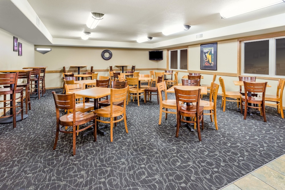 Breakfast Area, AmericInn by Wyndham Medora