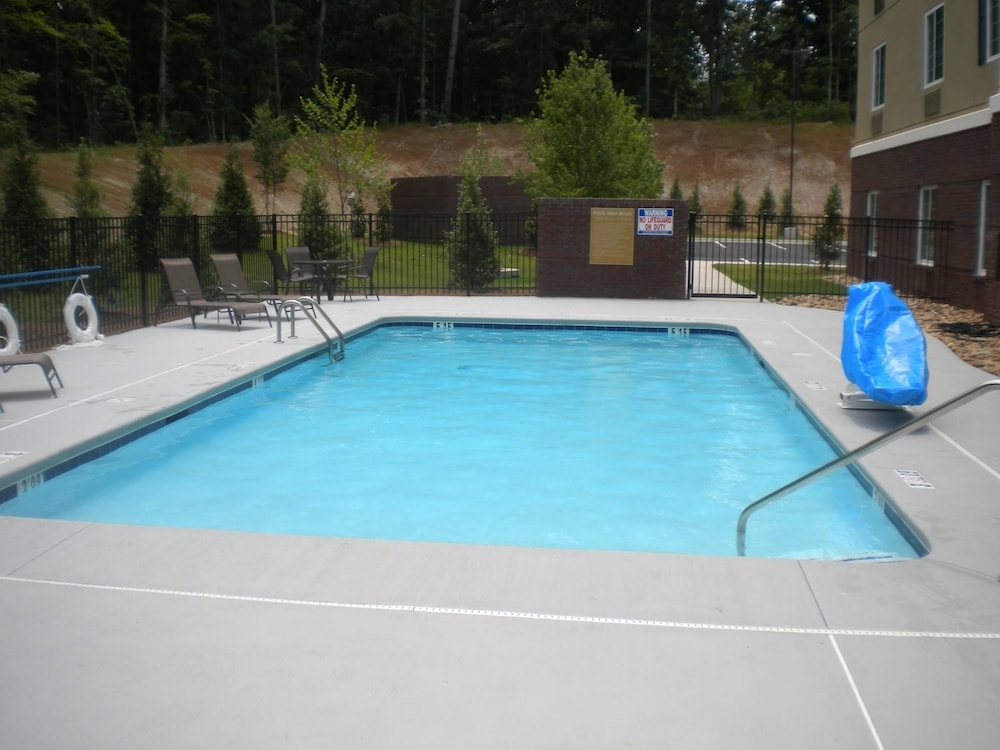 Outdoor Pool, Candlewood Suites Atlanta West I-20, an IHG Hotel