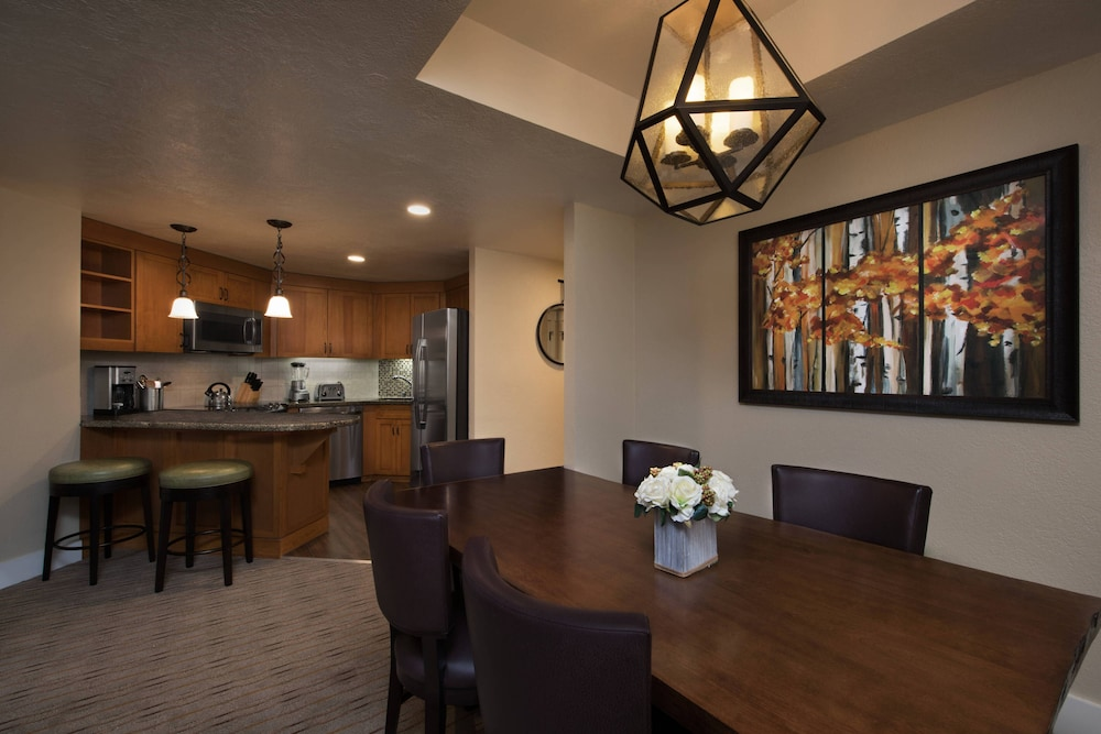 Private Kitchen, Grand Residences by Marriott, Tahoe - 1 to 3 bedrooms & Pent