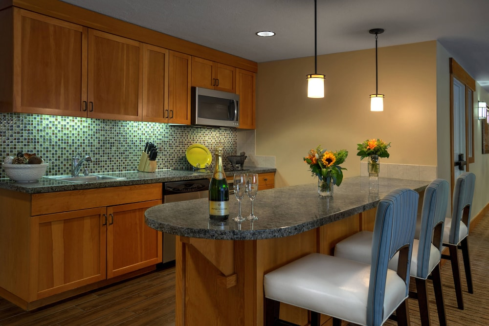 Bar, Grand Residences by Marriott, Tahoe - 1 to 3 bedrooms & Pent