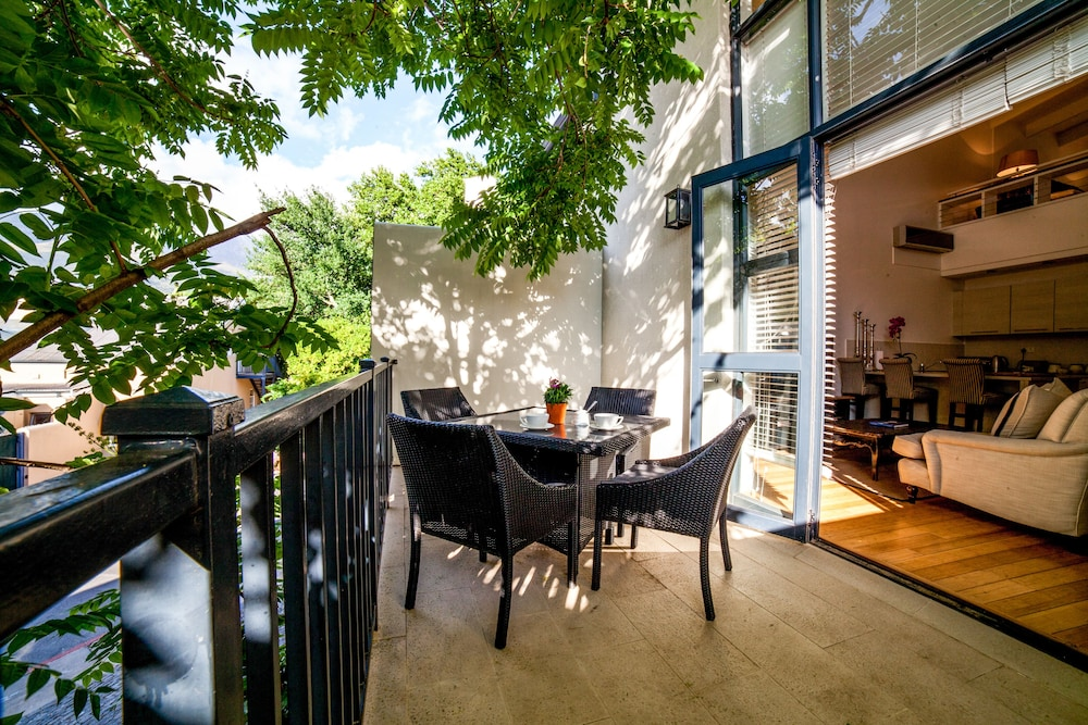 Terrace/Patio, The Ivy Apartments