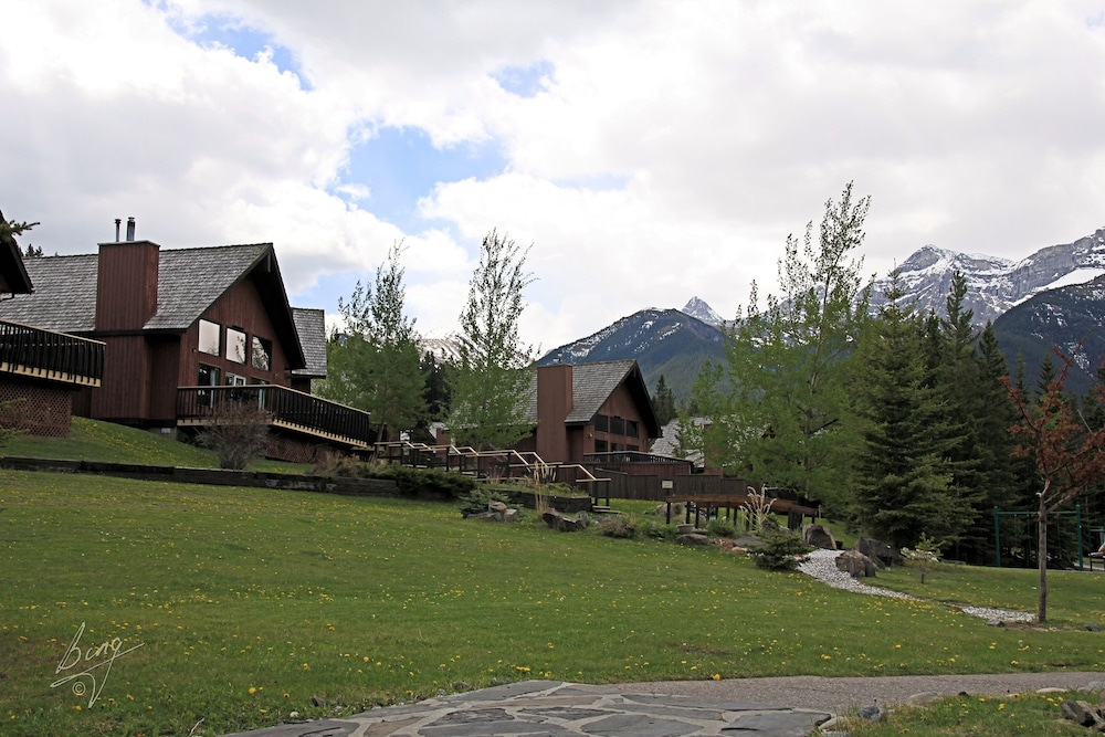 Exterior, Banff Gate Mountain Resort