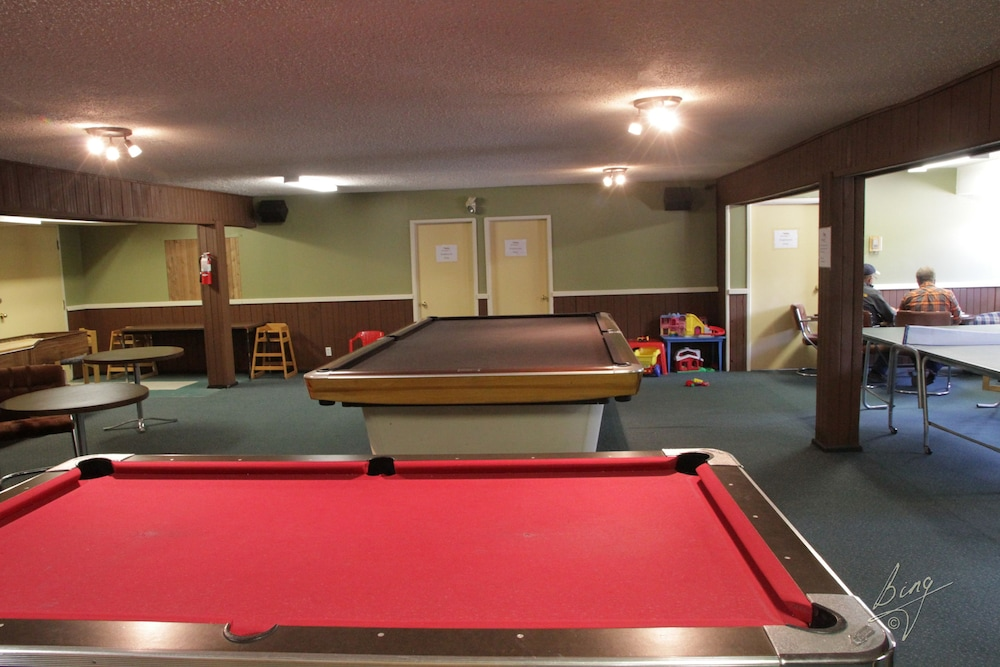 Billiards, Banff Gate Mountain Resort