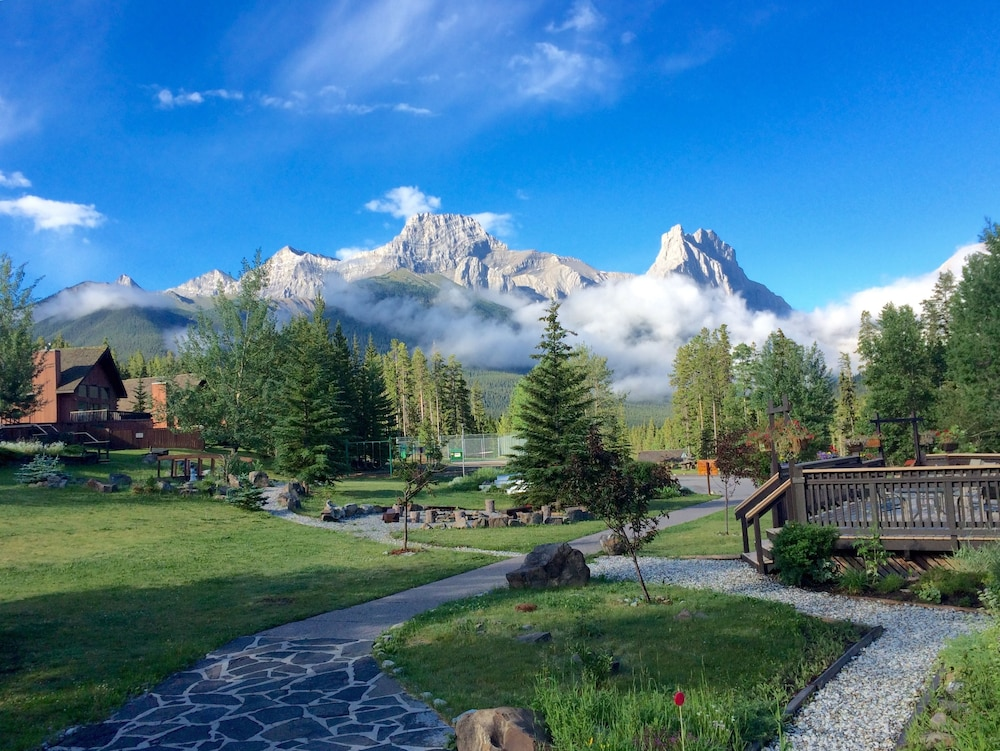 Featured Image, Banff Gate Mountain Resort