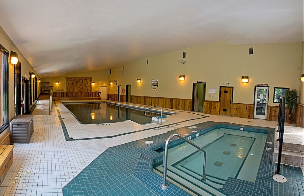 Indoor Pool, Banff Gate Mountain Resort