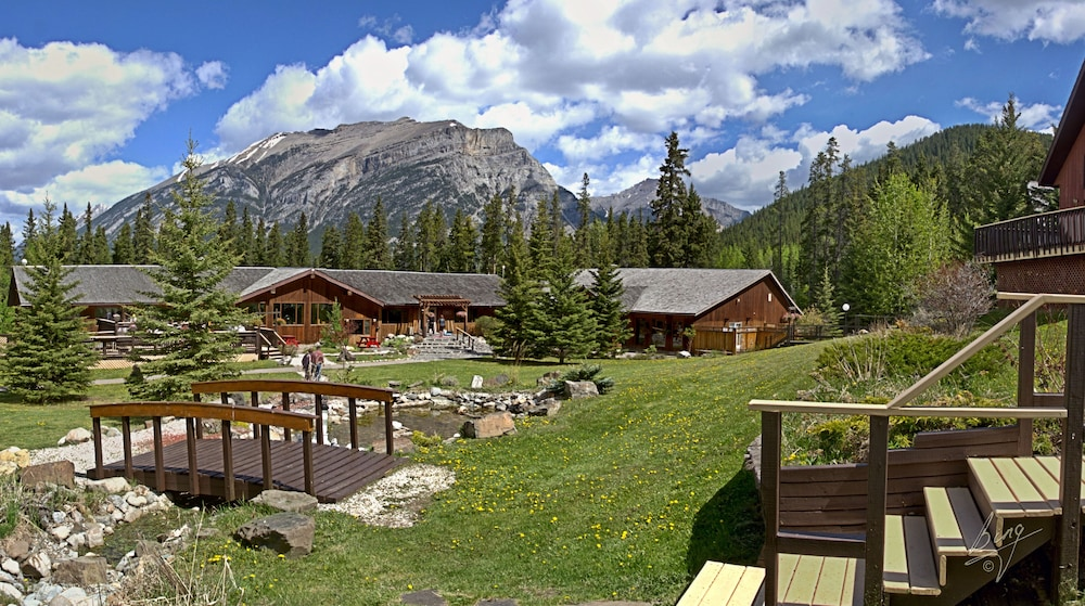 Property Grounds, Banff Gate Mountain Resort