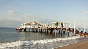 Privat strand, cabanor (tilläggsavgift), solstolar och parasoller
